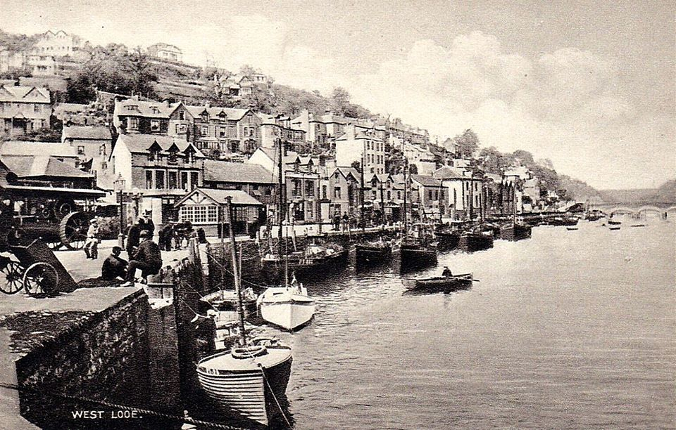 1920s postcard of West Looe quayside