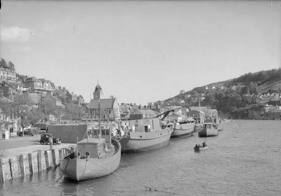 Wartime photograph of East Looe quay